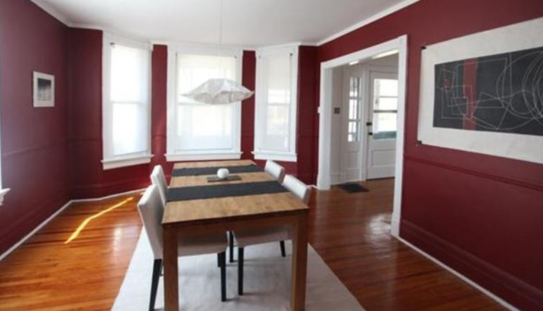 News inspirations st louis home brokers for Bold dining room colors